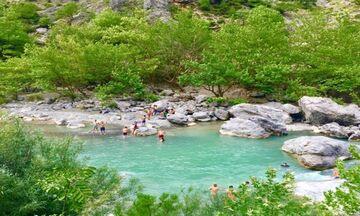 Φως στην Ελλάδα: Τέσσερα ποτάμια όπου το να κάνεις μπάνιο θα είναι μια αξέχαστη εμπειρία