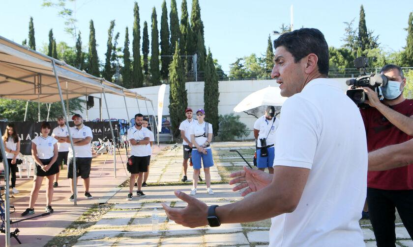 Το προπονητήριο τοξοβολίας επισκέφθηκε ο Λευτέρης Αυγενάκης