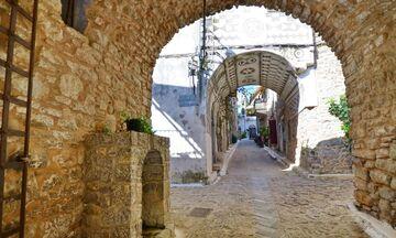 Φως στην Ελλάδα: Το νησί στην Ελλάδα με τα εντυπωσιακά χωριά-λαβύρινθους
