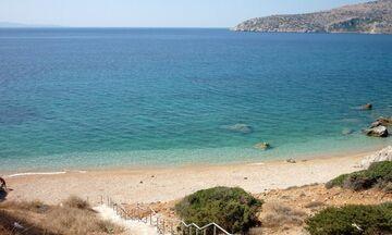 Φως στην Ελλάδα: Πέντε καταγάλανες παραλίες για να κάνεις μπάνιο δίπλα στην Αθήνα