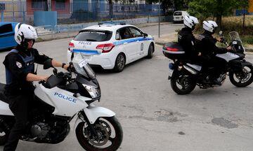 Συνελήφθησαν «τσαντάκηδες» με δράση σε Γλυφάδα, Άλιμο και Πειραιά