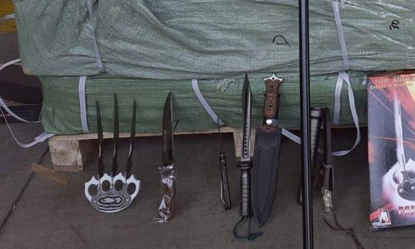 Πειραιάς: Το φορτίο είχε από σιδερογροθιές με λάμες, γκλομπς μέχρι μπαστούνια-ξίφη, teasers (pics)