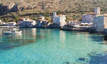Φως στην Ελλάδα: Το πανέμορφο πέτρινο χωριό «Λιμένι» με τα κρυστάλλινα νερά