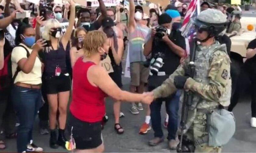 ΗΠΑ: Συγκέντρωση έξω από τον Λευκό Οίκο - 1.600 στρατιώτες στην Ουάσινγκτον