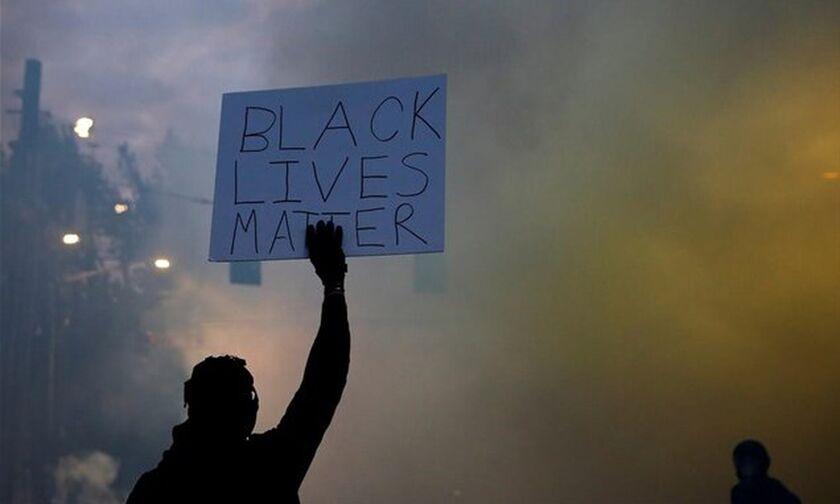 Δημοσκόπηση: Το 64% των Αμερικανών συμφωνεί με τις διαδηλώσεις