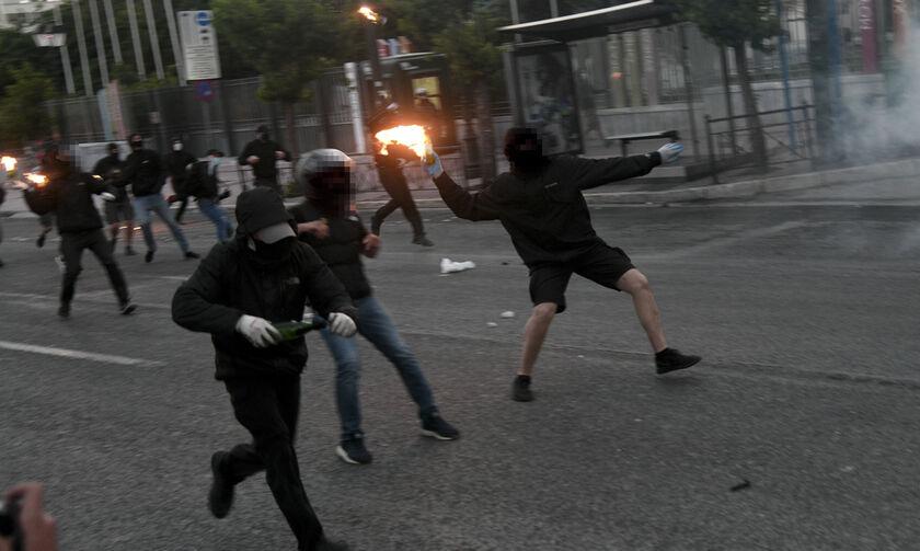 Επεισόδια και χημικά έξω από την αμερικανική πρεσβεία μετά την πορεία για τον Τζορτζ Φλόιντ (pics)