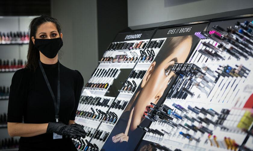 ΕΟΦ: Ανακαλεί επώνυμο άρωμα και άλλα 46 καλλυντικά προϊόντα