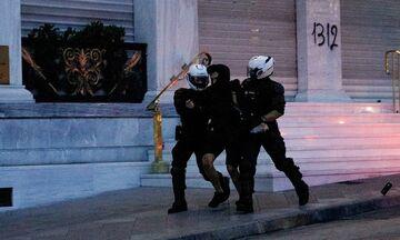 Επεισόδια στο κέντρο της Αθήνας: Δύο προσαγωγές μετά την πορεία για τον Φλόιντ (pics)