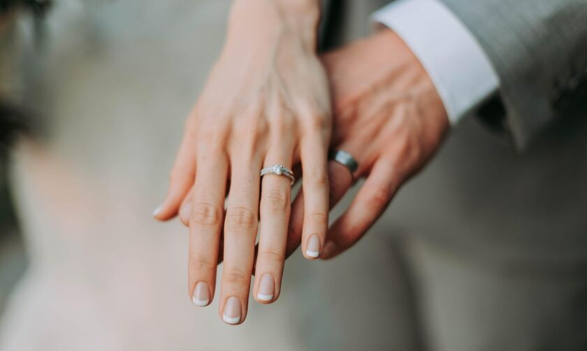 Προς ψηφιοποίηση οι άδειες γάμου και βάφτισης