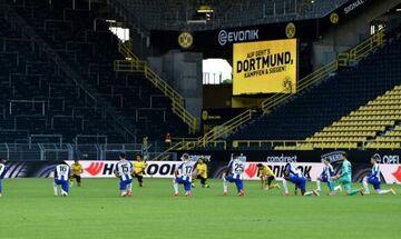 Ντόρτμουντ - Χέρτα: Οι παίκτες των δύο ομάδων γονάτισαν στη μνήμη του Τζορτζ Φλόιντ (vid)