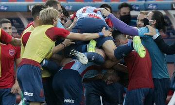 Ποιος κορονοϊός; Αγκαλιές και φιλιά στο γκολ του Πανιωνίου! (pics)