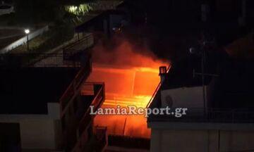 Λαμία: Άναψε καπνογόνο στο σπίτι για τη νίκη του Ολυμπιακού - Κάλεσαν πυροσβεστική οι γείτονες (vid)