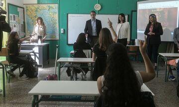 Πανελλαδικές εξετάσεις: Αρχίζουν με Νεοελληνική Γλώσσα και Λογοτεχνία - Διεκδικούν 77.970 θέσεις