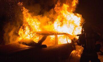 Πυρκαγιά σε δύο ΙΧ στη Νίκαια