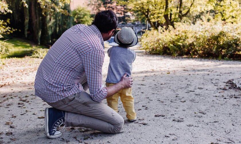 Γιορτή του πατέρα: Πότε πέφτει και η τραγωδία από την οποία ξεκίνησε