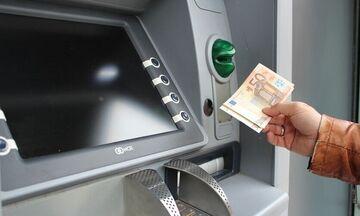 Επίδομα 534 και 300 ευρώ για ελεύθερους επαγγελματίες και εργαζόμενους