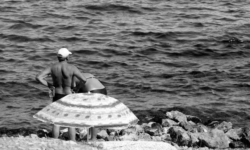 ΟΙ ΘΑΛΑΣΣΕΣ ΠΟΥ ΑΓΑΠΗΣΑΜΕ: Σκαραμαγκάς, το μπάνιο του Ζαμπέτα και δυο καράβια σαν σαρδέλες