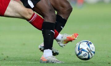 Ο Βαρούχας δικαιώνει την ΑΕΚ και «αφήνει» με δέκα παίκτες τον ΟΦΗ στο Καραϊσκάκη