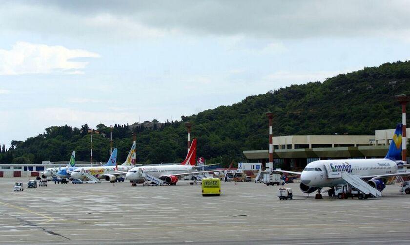 Συναγερμός στη Ρόδο: Έφτασε πτήση από τη Σουηδία παρά την απαγόρευση - Τι απαντά ο Χ. Θεοχάρης (vid)
