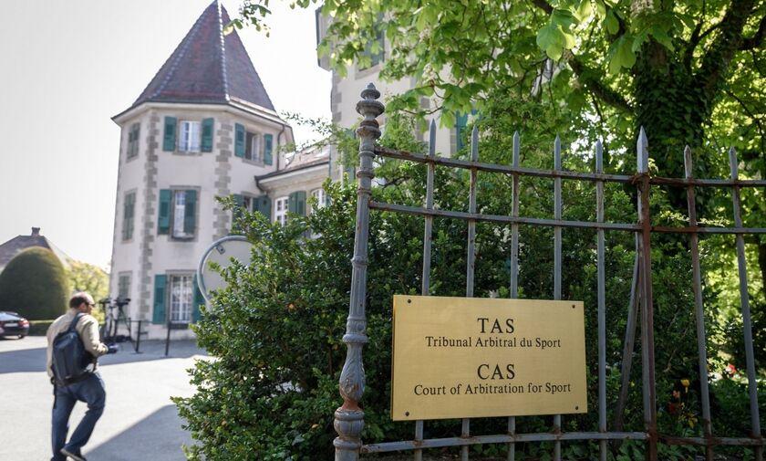 Μονομαχία Ολυμπιακού και ΠΑΟΚ στο CAS - Τι ζητούν οι ΠΑΕ - Πότε αναμένεται η απόφαση