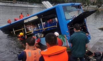 Κίνα: Πνίγηκαν 21 μαθητές μετά από πτώση λεωφορείου σε λίμνη! (vid)