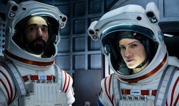 Η Hilary Swank πρωταγωνιστεί στο «Away», τη νέα sci-fi σειρά του Netflix
