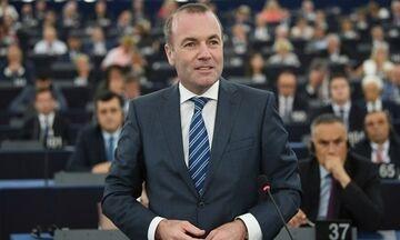 Βέμπερ: «Δεν μπορούμε να αφήσουμε την Ελλάδα και την Κύπρο μόνες τους»