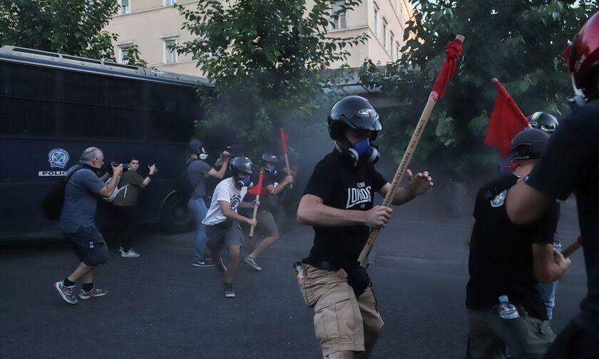 Επεισόδια στο Σύνταγμα: Ενταση και μολότοφ στην πορεία για τις διαδηλώσεις (pics, vid)