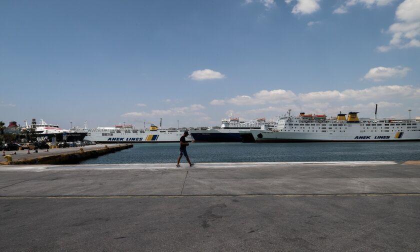 Πειραιάς: Νεκρή γυναίκα στο λιμάνι, φέρει τραύμα από μαχαίρι στον λαιμό