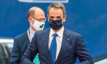 Με μάσκα του… Παναθηναϊκού, συνοδός του Μητσοτάκη στις Βρυξέλλες (vid)