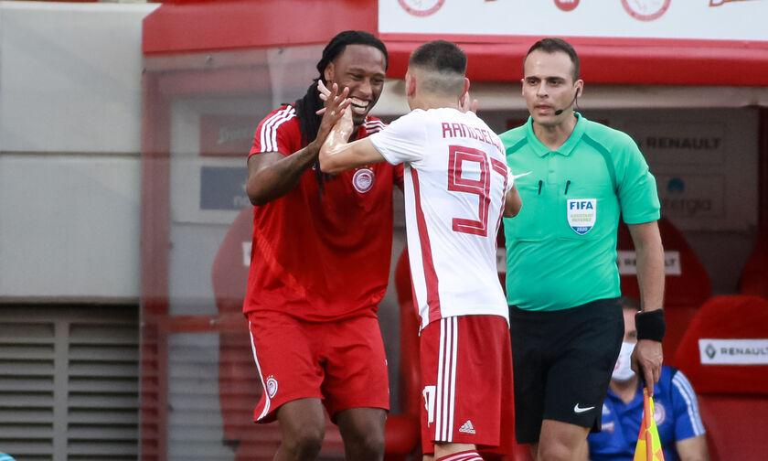 Ολυμπιακός - ΑΕΚ: Το παγκόσμιας κλάσης γκολ του Ραντζέλοβιτς για το 2-0 (vid)
