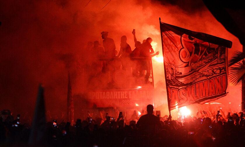 Ολυμπιακός φιέστα: Πήρε «φωτιά» ο Πειραιάς (pics)