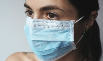 Ηλίας Μόσιαλος: Οι λόγοι για να μην κατεβάζουμε την μάσκα στο πιγούνι