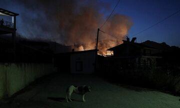 Φωτιά στις Κεχριές: Εκκενώθηκαν 6 οικισμοί, στις φλόγες σπίτι και πυροσβεστικό