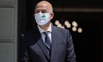 Ο Δένδιας υποδέχθηκε την Ισπανίδα ομόλογο του με μάσκα του Παναθηναϊκού (pics)