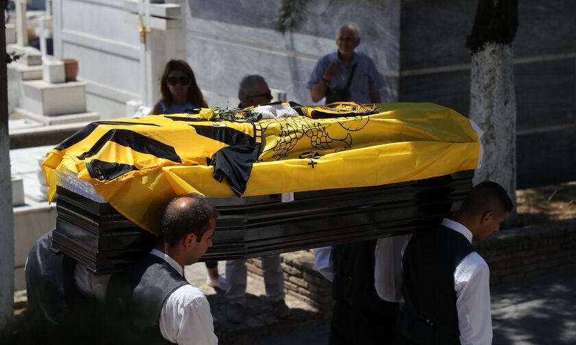 Ο 90χρονος Νεστορίδης στην κηδεία του Σπύρου Πομώνη (pics)