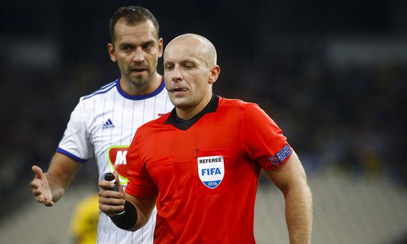 Γουλβς - Ολυμπιακός: Το απίθανο πέναλτι που είχε δώσει ο Μαρτσίνιακ στην ΑΕΚ (vid)