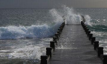 Καιρός: Κατά τόπους ισχυρές καταιγίδες, χαλαζοπτώσεις, ισχυροί άνεμοι, θερμοκρασία σε πτώση