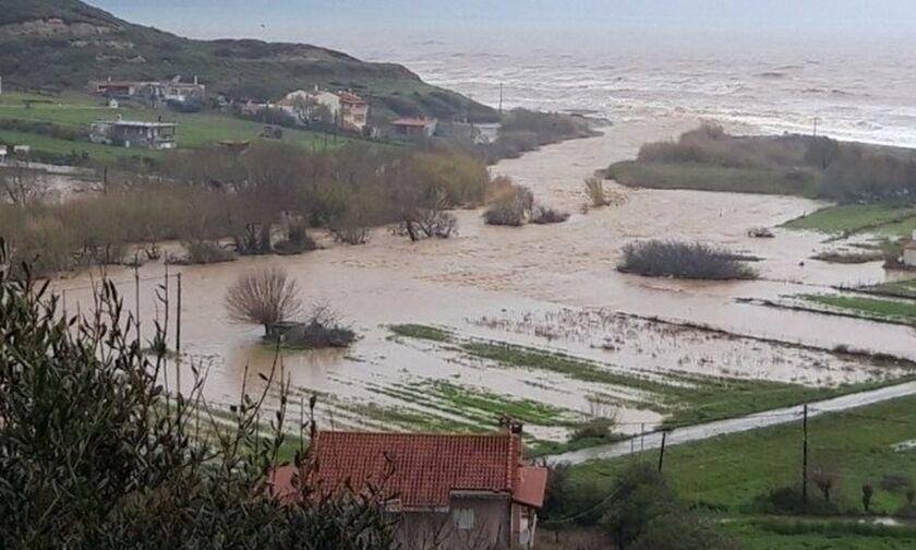 Δυο ηλικιωμένοι και ένα βρέφος νεκροί από τις πλημμύρες στην Εύβοια (vid)