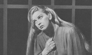 Βάσω Μανωλίδου: Η Ελληνίδα Γκάρμπο. Κάποτε έπαιζε επί μιάμιση ώρα θαμμένη μέχρι το λαιμό σε αμμόλοφο