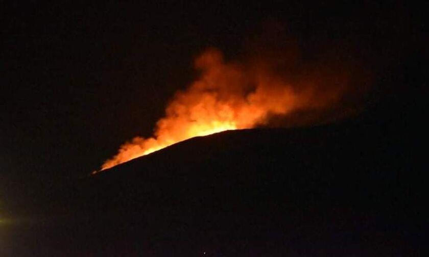 Ικαρία: Μεγάλη φωτιά - Δασική πυρκαγιά σε τρία μέτωπα – Εκκενώθηκαν οικισμοί μέσα στη νύχτα
