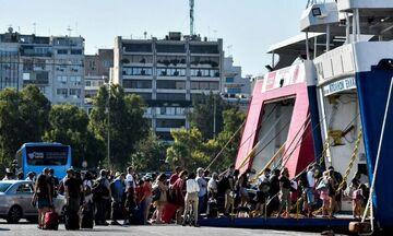 Αναχωρούν οι προσκυνητές για Τήνο - Γεμάτο το λιμάνι (vid)