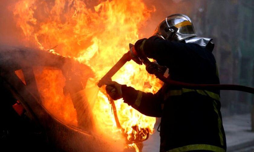 Μεγάλη φωτιά σε εργοστάσιο πλαστικών στη Μεταμόρφωση - Κλειστή η Εθνική Οδός Αθηνών-Λαμίας