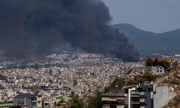 Μεταμόρφωση: Μάχη με τις φλόγες στο εργοστάσιο πλαστικών - Αποκαταστάθηκε μερικώς η κυκλοφορία