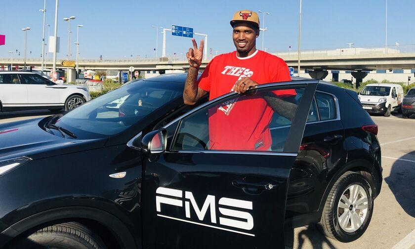 Ολυμπιακός: Έλις και ΜακΚίσικ παρέλαβαν τα αυτοκίνητά τους από τον χορηγό της ομάδας (pics)
