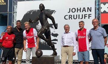 Άγιαξ: Τα αποκαλυπτήρια του αγάλματος του Κρόιφ έξω από το γήπεδο (pics)