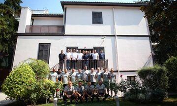 Μπεσίκτας: Επίσκεψη στο σπίτι του Κεμάλ - Φορά κόκκινα κόντρα στον ΠΑΟΚ (pics)