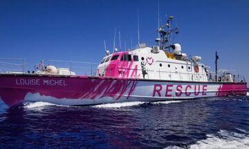 Πλοίο του street artist Μπάνκσι διασώζει μετανάστες στη Μεσόγειο