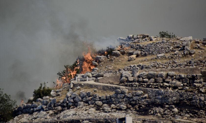 Πυρκαγιά στις Μυκήνες: Εκκενώθηκε για προληπτικούς λόγους το αρχαιολογικό μουσείο