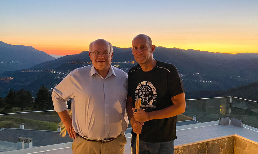 Ολυμπιακός: Ο Δήμαρχος Μετσόβου τίμησε τον Παναγιώτη Αγγελόπουλο